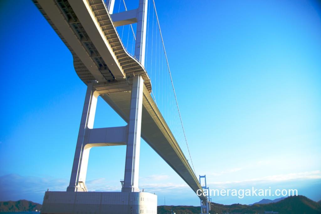 朝日を浴びる来島海峡大橋