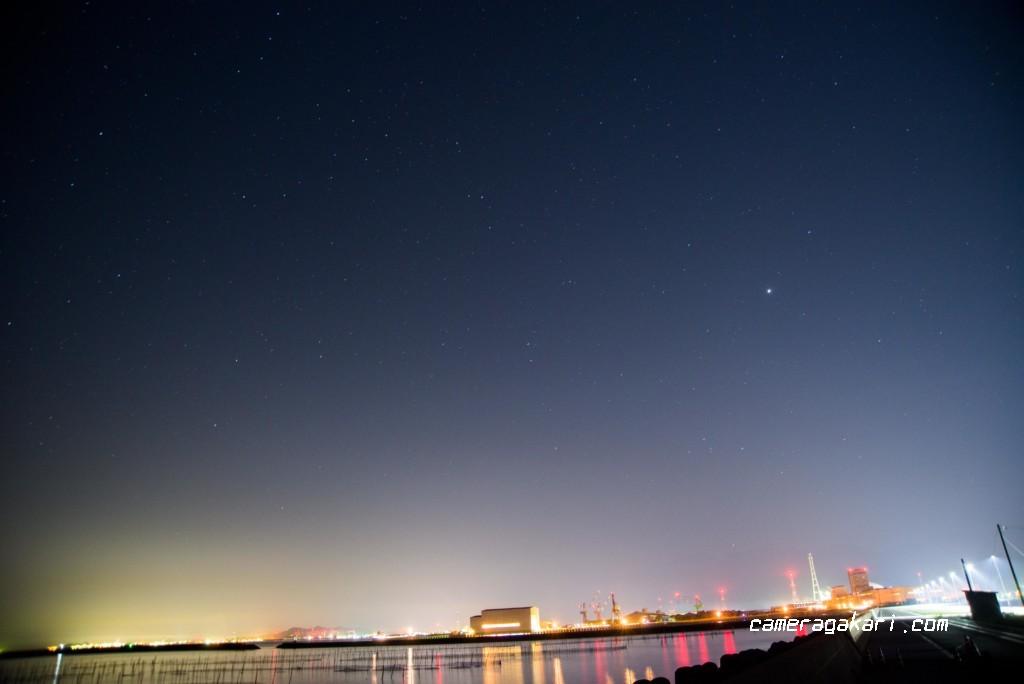 東予港の夜景と星空