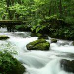 スローシャッターで撮影した渓流
