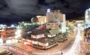 空の散歩道から道後温泉本館を撮影