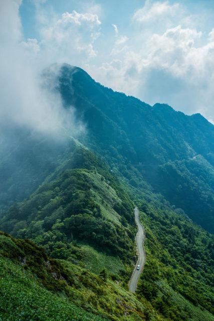 瓶ヶ森から見た稜線の風景